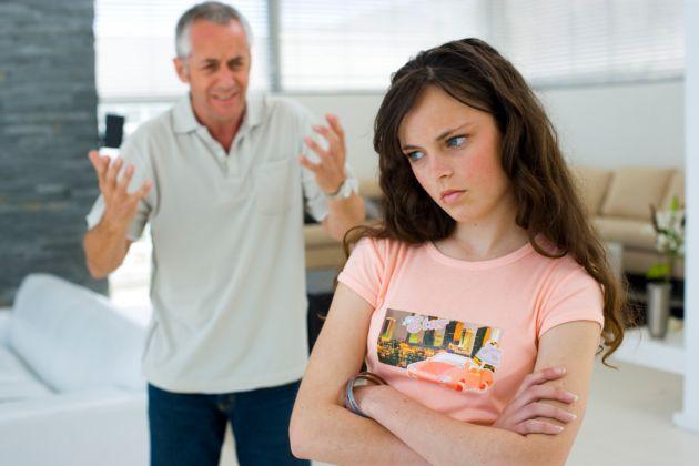 como-manejar-la-rebeldia-en-los-adolescentes-2