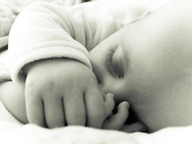 bebe-durmiendo-relajado
