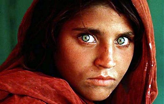 los-ojos-de-la-nic3b1a-afgana-sharbat-gula-1984-steve-mccurry